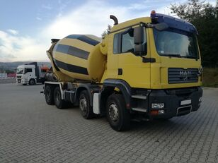 Stetter  en el chasis MAN TGA 32.400 8X4  Schwing 9M3 camión hormigonera