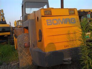 BOMAG BW217D compactador de asfalto